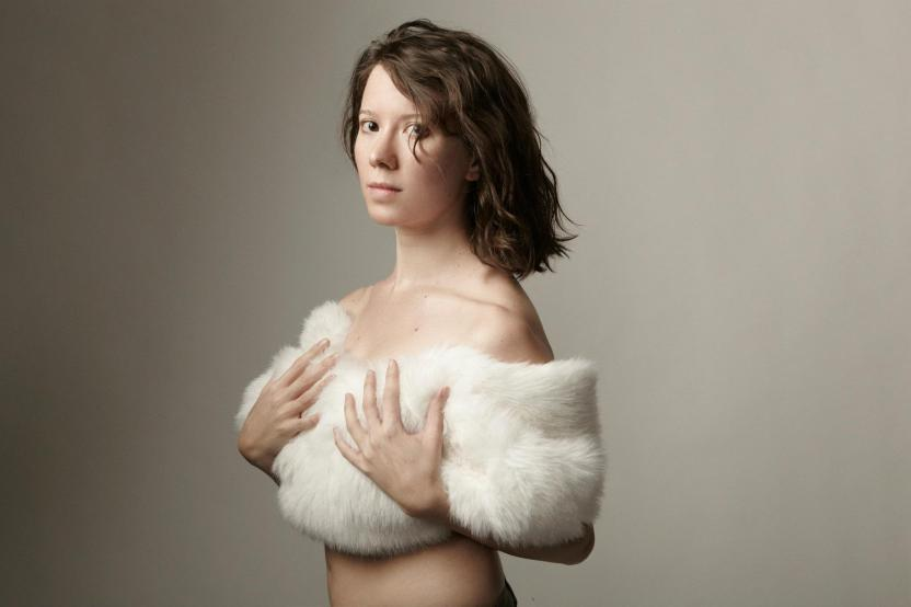 Sara Ruth Blake -Fur - Photo by Michel Andreo